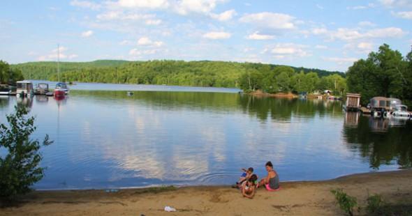 Un tour sur l'eau, c'est toujours une formule gagnante pour les enfants!